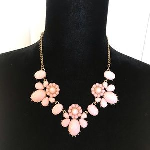 Jewelry - Light pink bauble necklace